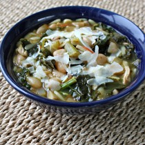 Kale, Bean, and Orzo Soup via TheFoodiePatootie.com | #soup #turkey #turkeyneck #kale #orzo #pasta #beans #recipe #foodholiday