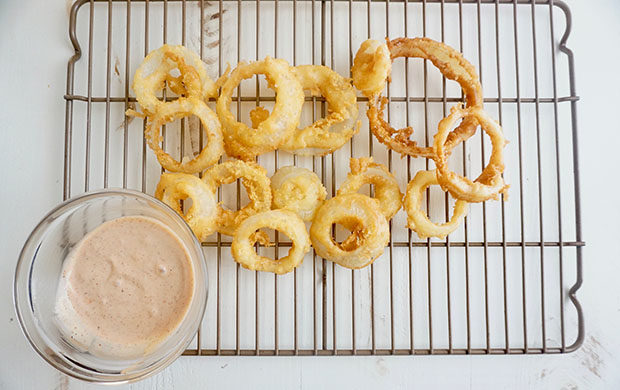 Pancake Batter Onion Rings recipe