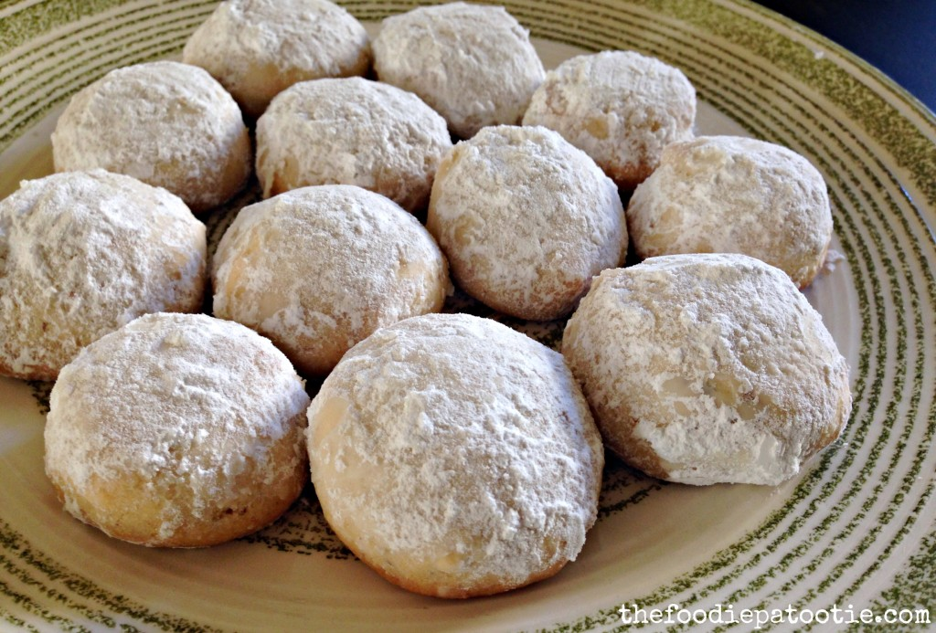 Almond Snowball Cookies via TheFoodiePatootie.com | #cookies #dessert #almond #recipe #foodholiday #foodcalendar