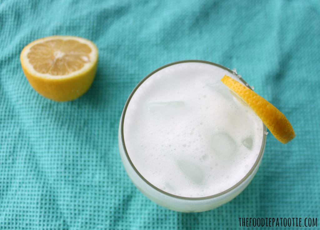 Lemon Chiffon Cake Cocktail via TheFoodiePatootie.com | #drinks #cocktail #recipe #foodholiday #lemon