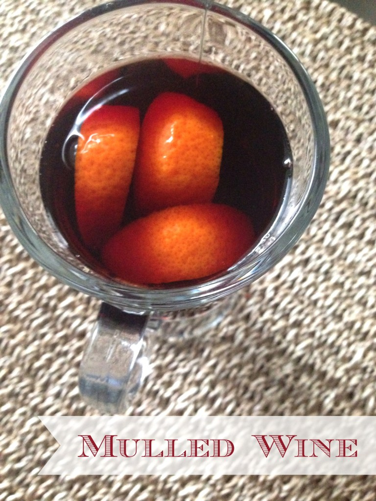 Mulled Wine via TheFoodiePatootie.com | #booze #wine #drinks #recipe #foodholiday