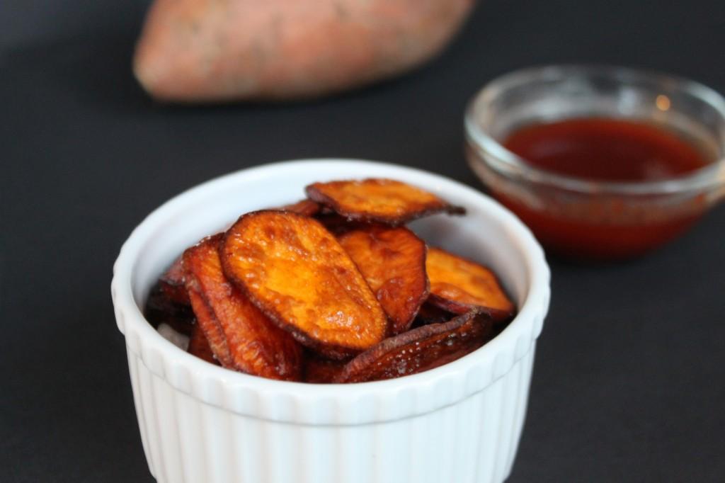 Sweet Potato Chips via TheFoodiePatootie.com   #snack #sweetpotato #recipe #foodholiday
