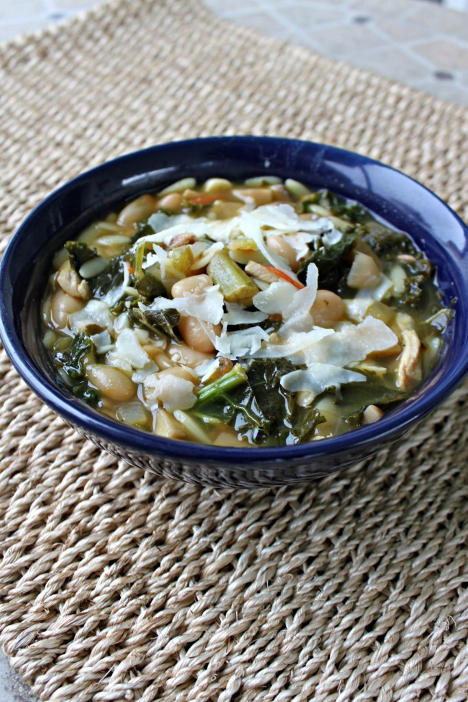 Kale, Bean, and Orzo Soup via TheFoodiePatootie.com | #soup #turkey #turkeyneck #kale #orzo #pasta #beans #recipe #foodholiday