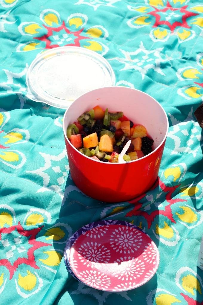 beach-picnic-fruit