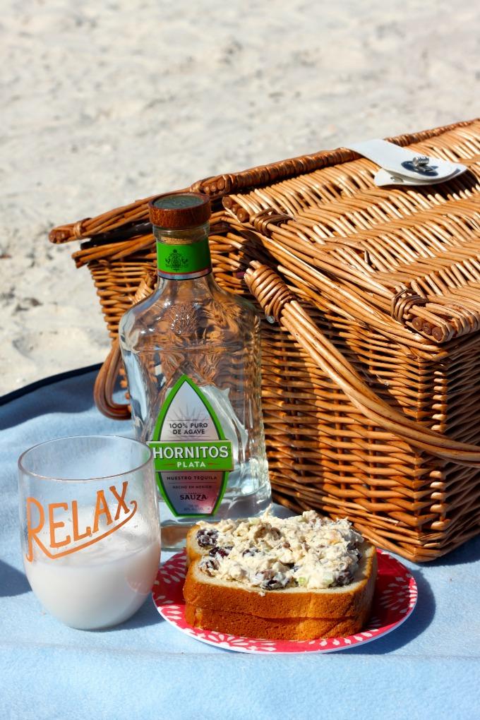 beach-picnic-margarita-hornitos